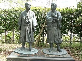 横井小楠と由利公正の立像